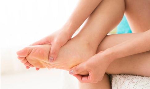 足首やかかとの痛みの原因と解消法